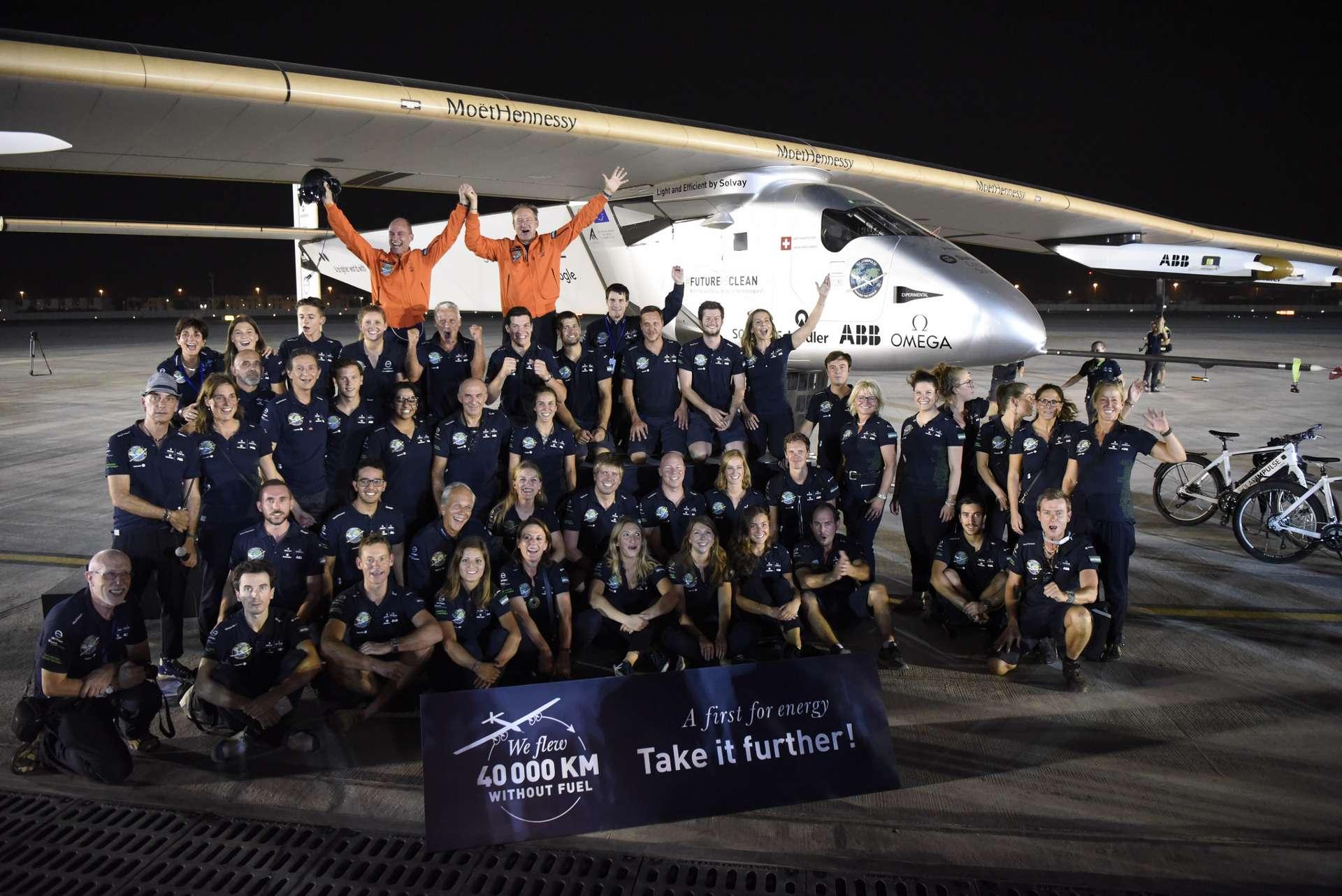 El 'Solar Impulse 2' completa la vuelta al mundo